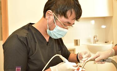 専門の歯科衛生士が適切に治療処置を行います